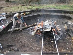 Stijn stookt het vuur nog maar eens op!